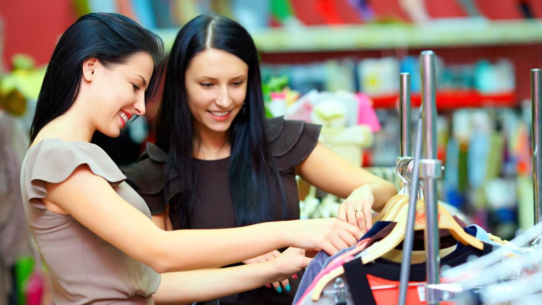 girls_shopping